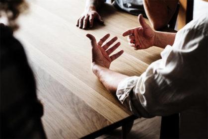 physioconcept Nürnberg Menschen am Tisch